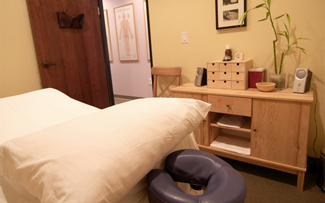 Professional and comfortable facilities for massage, acupuncture and herbal therapy.